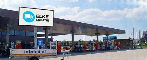 Mobiel led reclamebord pompstation van Infoled