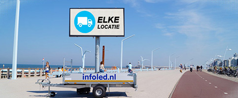 Mobiel led reclamebord langs strand van Infoled